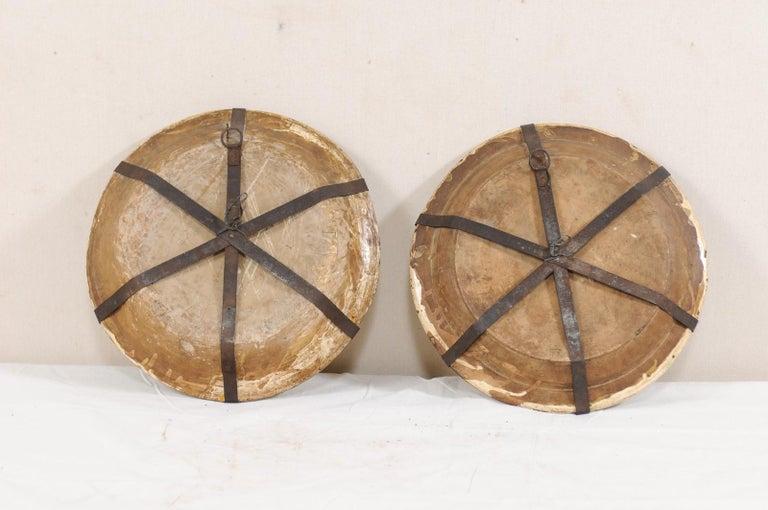 Pair of 18th Century Spanish Majolica Platters, Bird & Leaf Motif in Jewel Tones For Sale 5