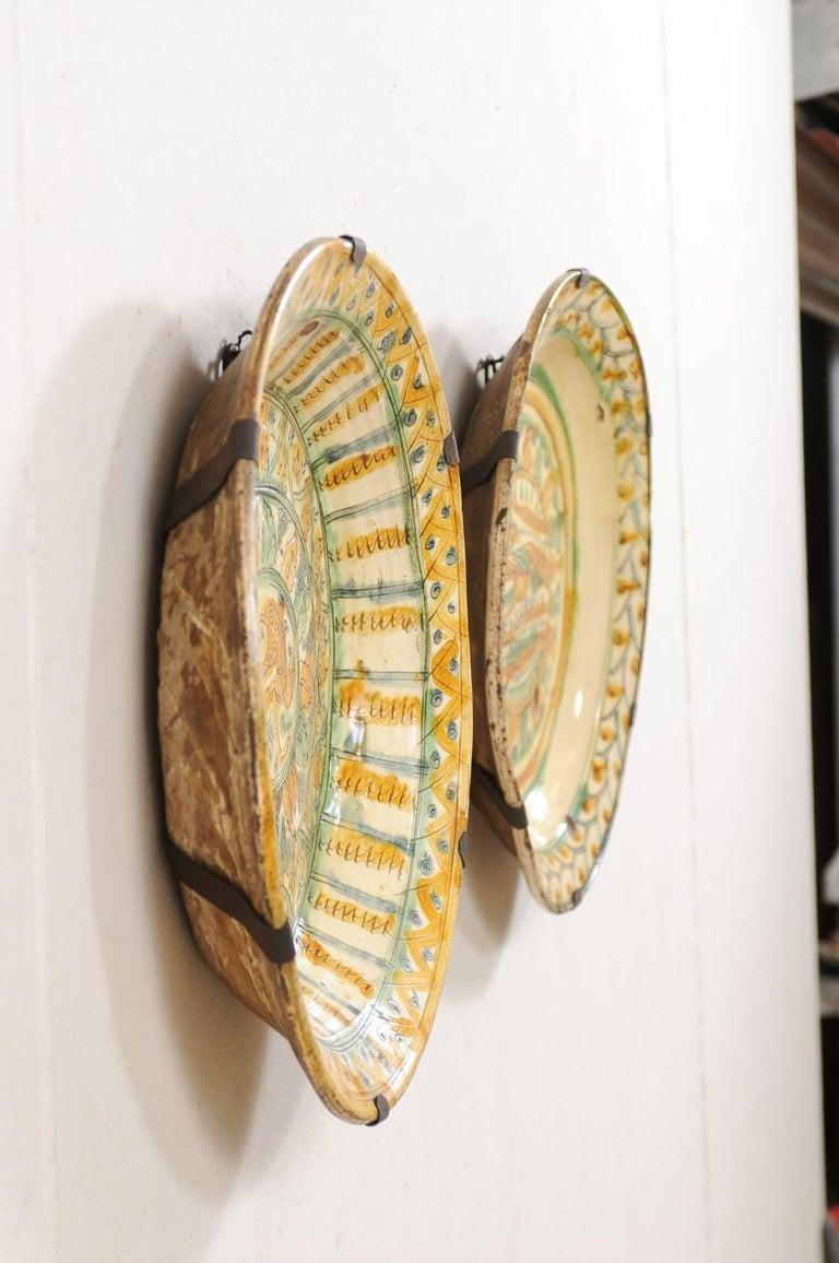 Pair of 18th Century Spanish Majolica Platters, Bird & Leaf Motif in Jewel Tones For Sale 3