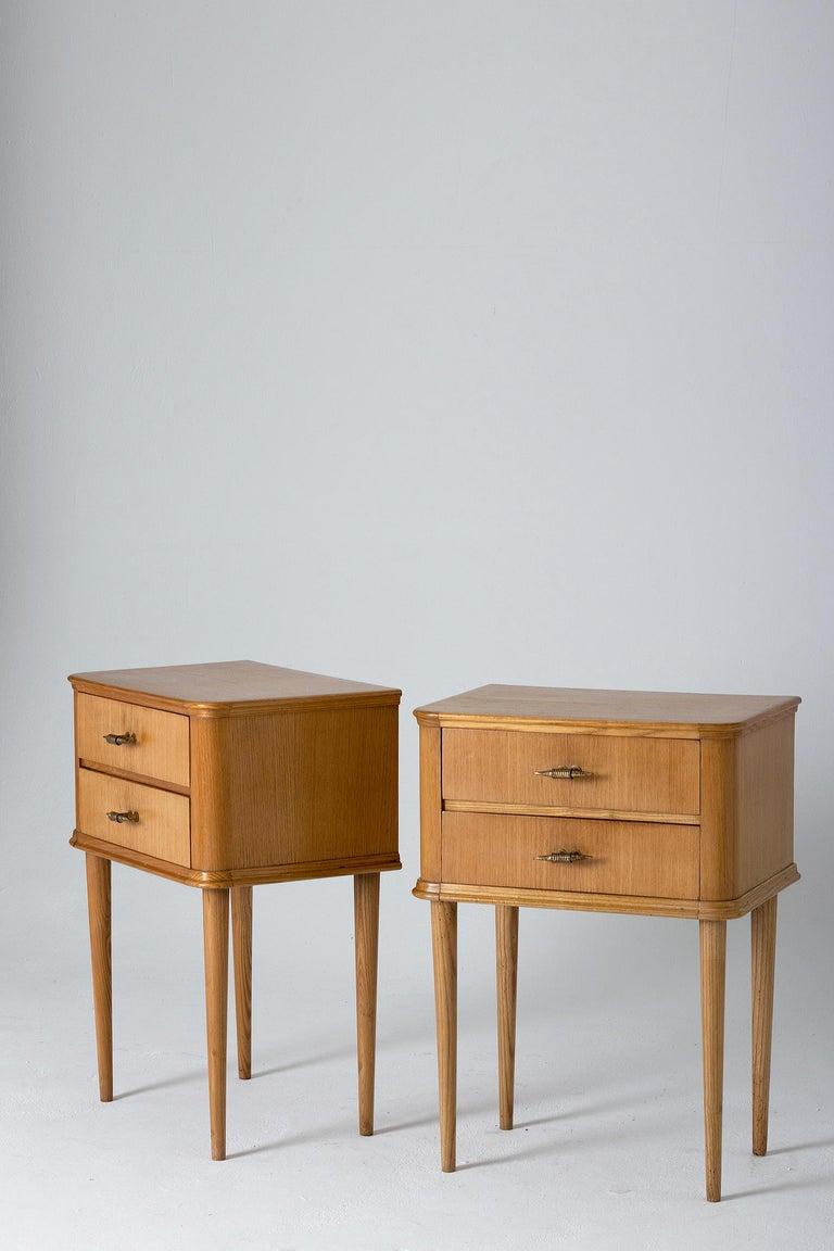 Italian Pair of 1940s Oak Bedside Tables For Sale