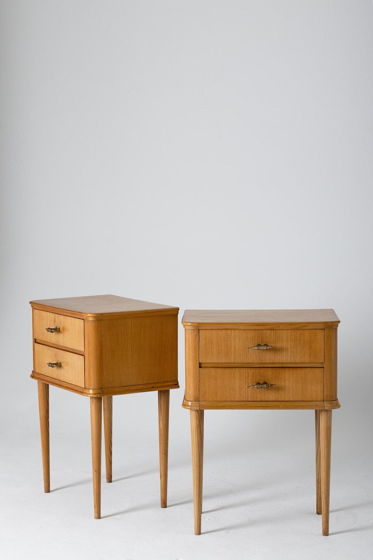 Pair of 1940s Oak Bedside Tables In Good Condition For Sale In London, GB