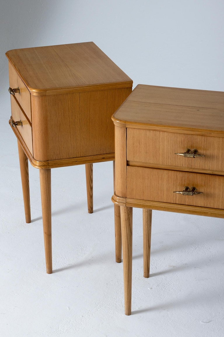 20th Century Pair of 1940s Oak Bedside Tables For Sale