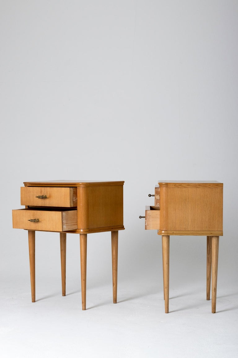 Pair of 1940s Oak Bedside Tables For Sale 1