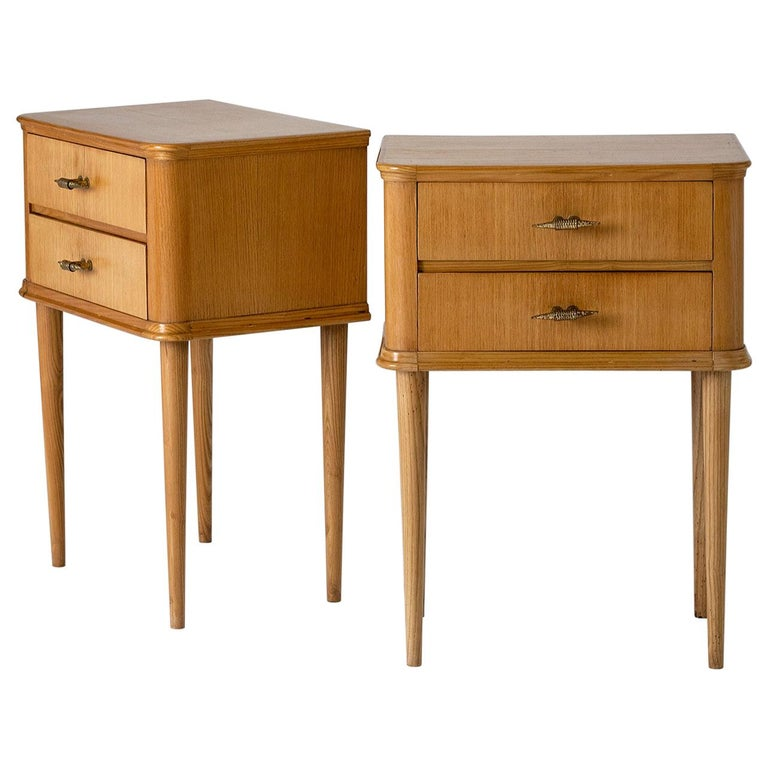 Pair of 1940s Oak Bedside Tables For Sale
