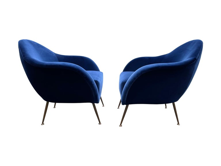 Pair of 1950s Italian Armchairs with Matching Ottomans Reupholstered in Velvet For Sale 4