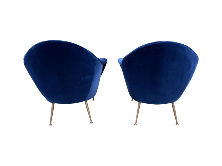 Pair of 1950s Italian Armchairs with Matching Ottomans Reupholstered in Velvet For Sale 10