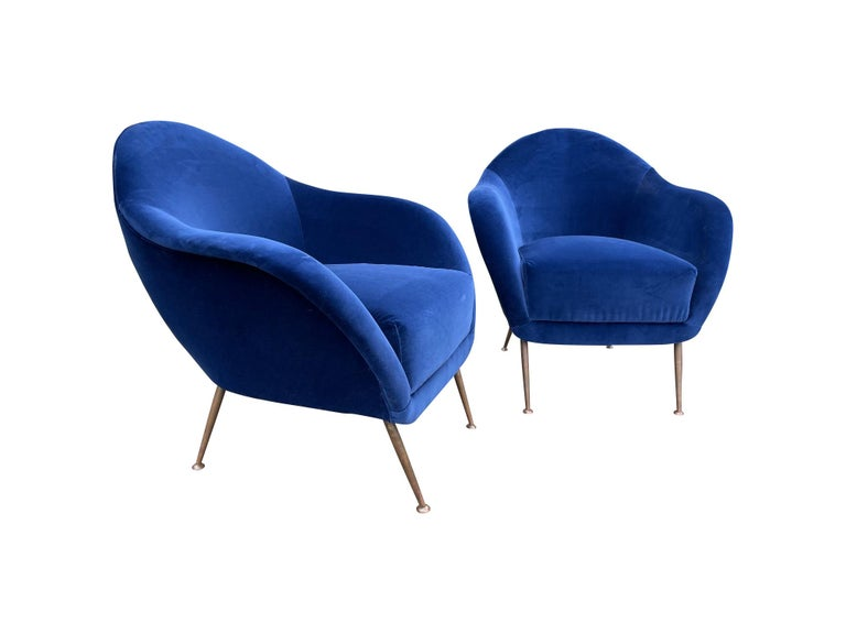 Mid-Century Modern Pair of 1950s Italian Armchairs with Matching Ottomans Reupholstered in Velvet For Sale