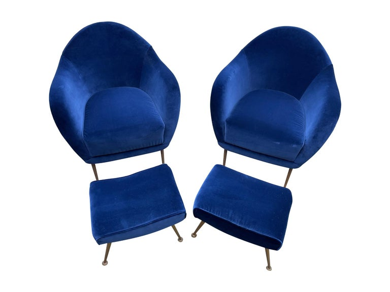 Pair of 1950s Italian Armchairs with Matching Ottomans Reupholstered in Velvet In Good Condition For Sale In London, GB