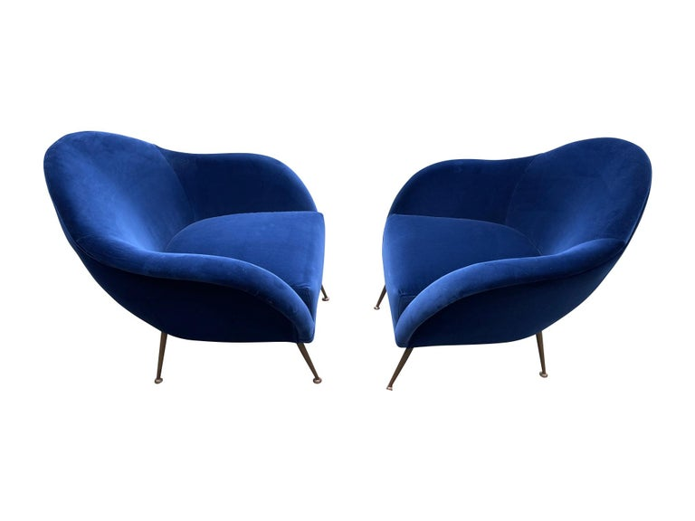 Pair of 1950s Italian Armchairs with Matching Ottomans Reupholstered in Velvet For Sale 1