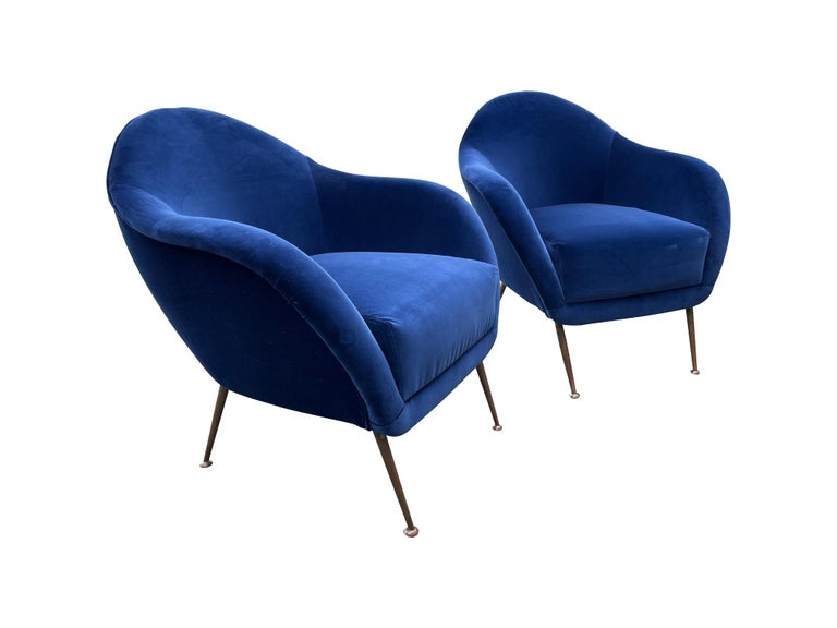 Pair of 1950s Italian Armchairs with Matching Ottomans Reupholstered in Velvet For Sale 3