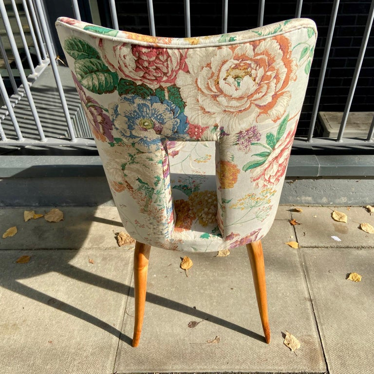 Pair of 1950s Italian Side Chairs, in Flowery Pastel Blue Upholstery For Sale 6