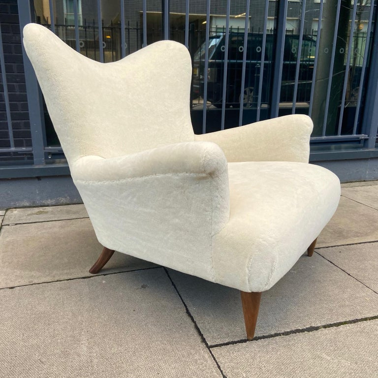 Mid-Century Modern Pair of 1950s Large and Comfortable White Italian Armchairs, Lounge Chairs For Sale