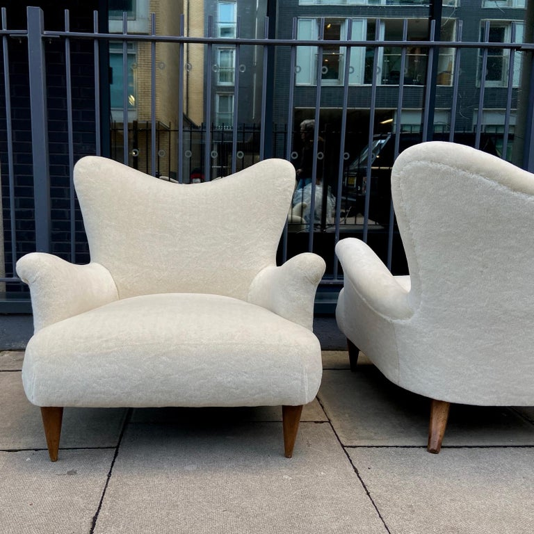 Pair of 1950s Large and Comfortable White Italian Armchairs, Lounge Chairs For Sale 2