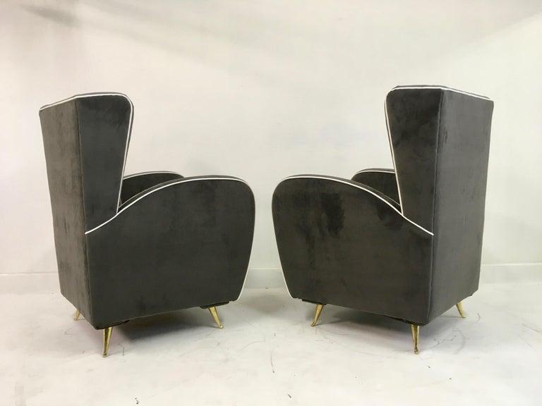Pair of 1950s Midcentury Italian Armchairs in Grey Velvet For Sale 2
