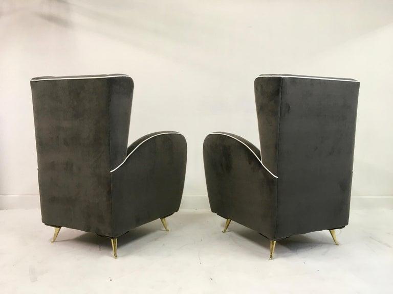 Pair of 1950s Midcentury Italian Armchairs in Grey Velvet For Sale 3