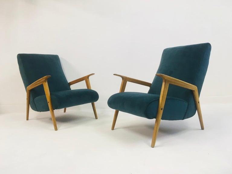 Pair of 1950s Midcentury Italian Armchairs in Teal Velvet For Sale 4