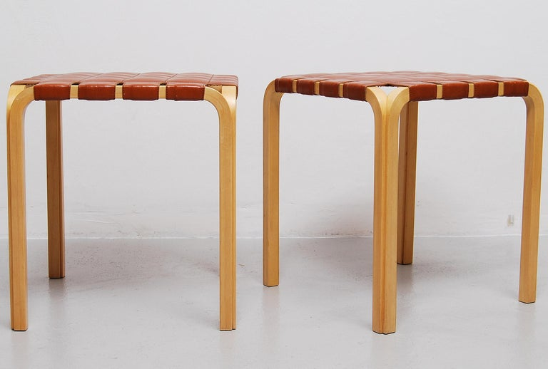Scandinavian Modern Pair of Alvar Aalto Y61 Stools with Original Leather Seats For Sale
