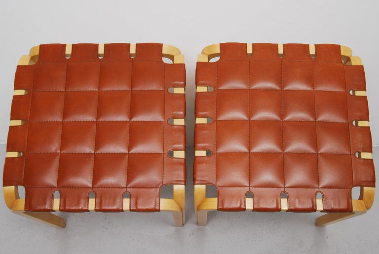 Pair of Alvar Aalto Y61 Stools with Original Leather Seats In Good Condition For Sale In Stockholm, SE