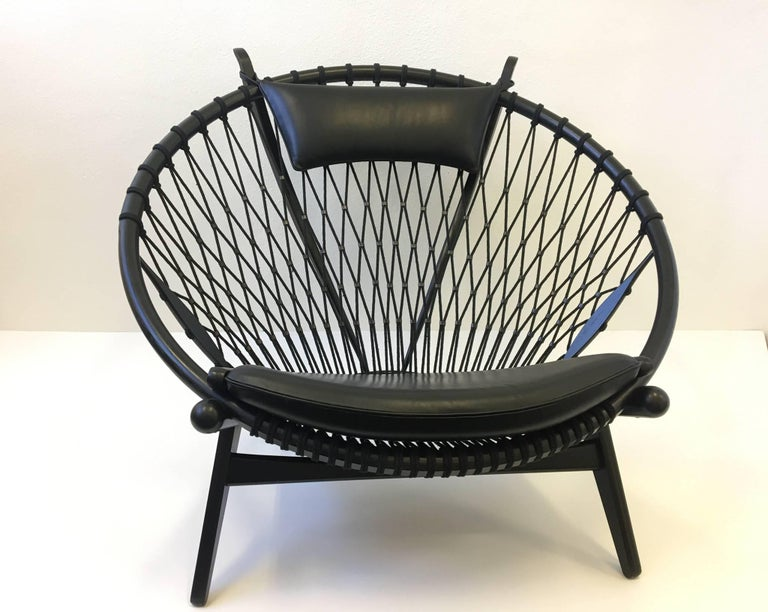 Late 20th Century Pair of Black Lacquer Oak and Learher Lounge Chairs by Hans Wegner For Sale