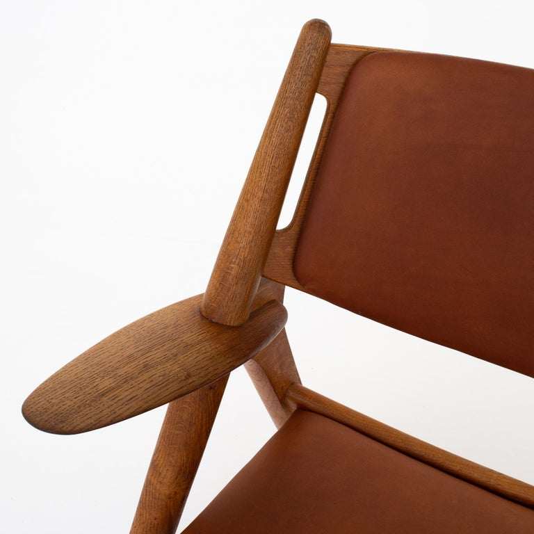 Patinated Pair of CH 28 Easy Chairs by Hans J. Wegner For Sale