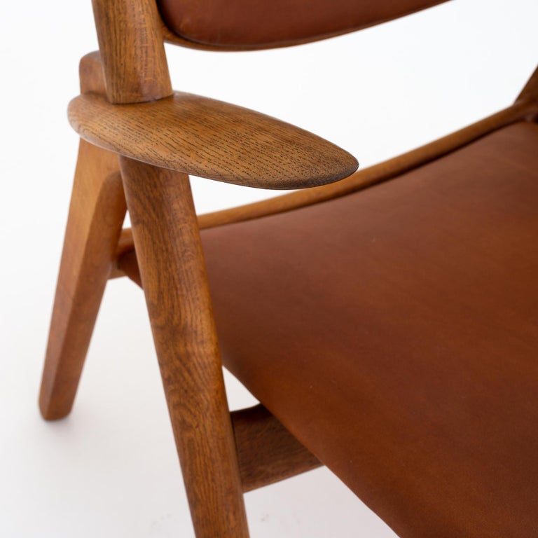 Pair of CH 28 Easy Chairs by Hans J. Wegner In Good Condition For Sale In Copenhagen, DK
