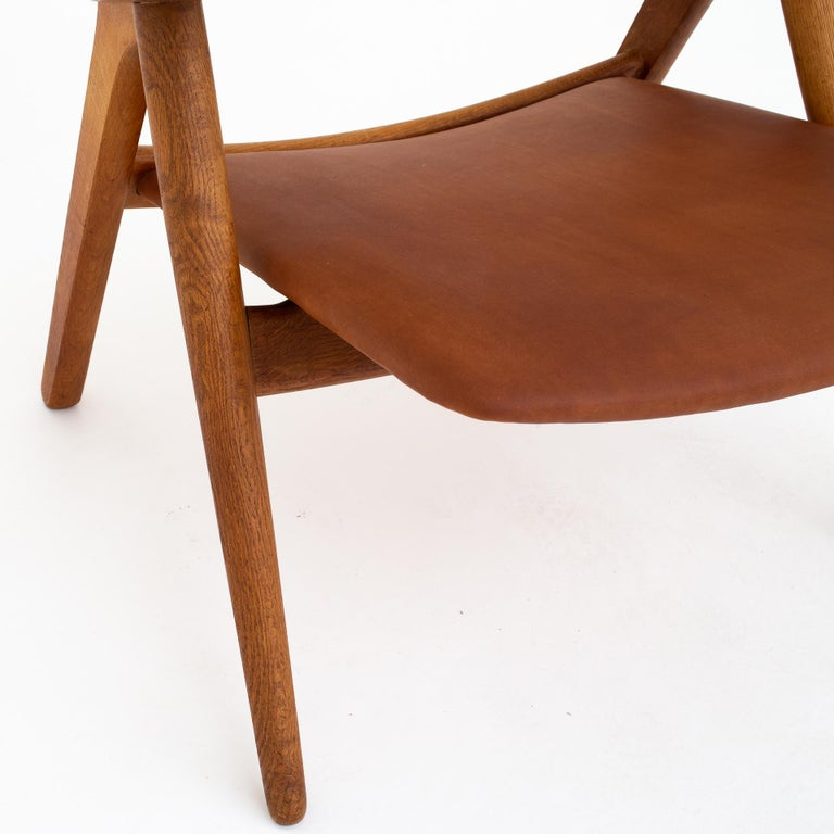 20th Century Pair of CH 28 Easy Chairs by Hans J. Wegner For Sale