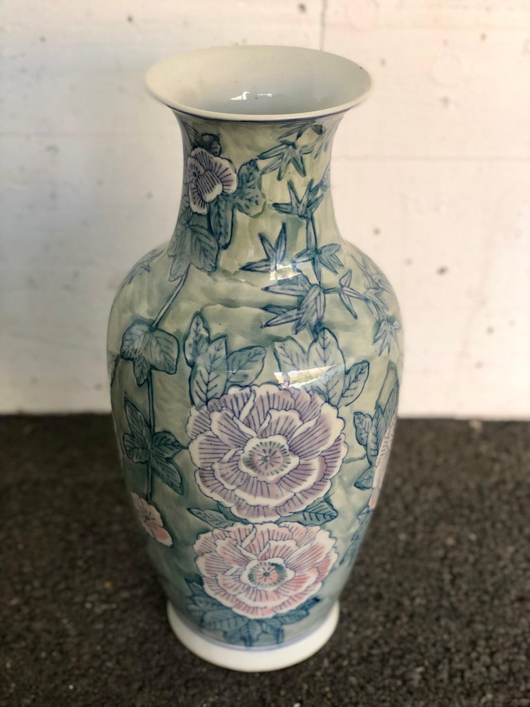 Pair of Chinese Large Flower Vases ON SALE  In Good Condition For Sale In London, GB