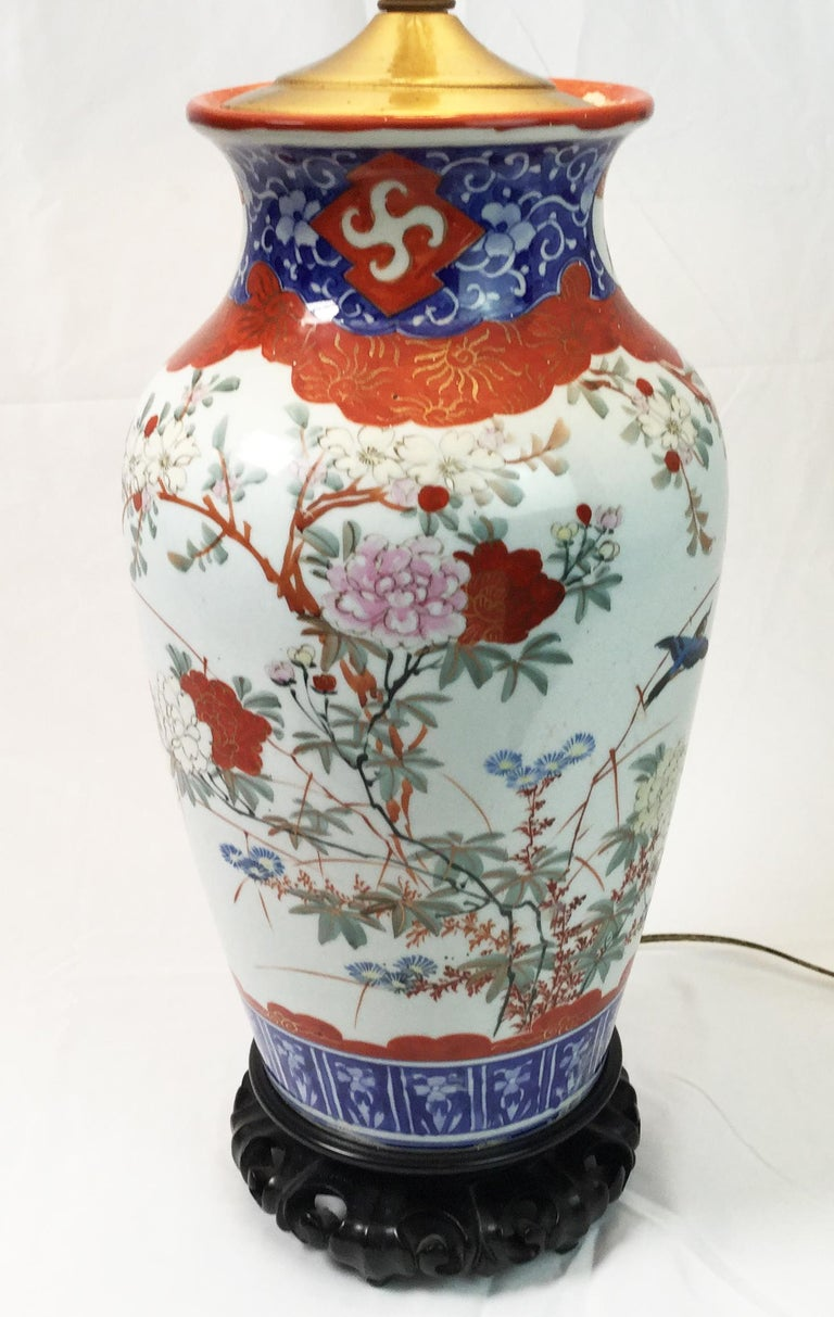 Hand-Painted Pair of Chinese Porcelain Lamps For Sale