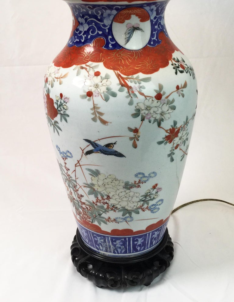 Pair of Chinese Porcelain Lamps In Excellent Condition For Sale In Lambertville, NJ