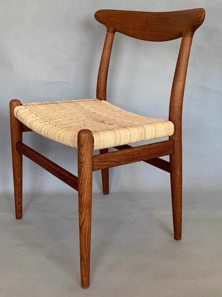 Pair of Classic Hans Wegner Side Chairs in Oak For Sale 2