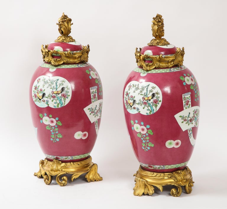 Pair of Doré Bronze Mounted Chinese Porcelain Rooster Red Ground Covered Jars In Good Condition For Sale In New York, NY