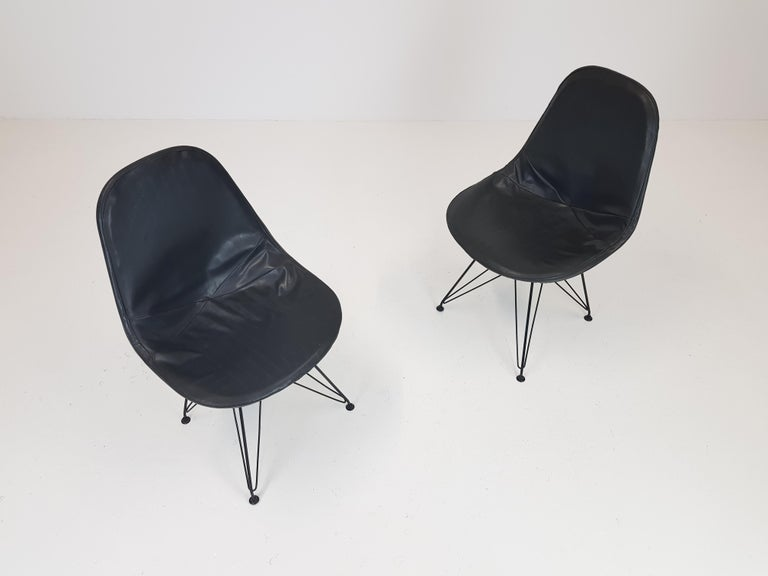 Pair of Early Charles and Ray Eames DKR Chairs In Good Condition In London Road, Baldock, Hertfordshire