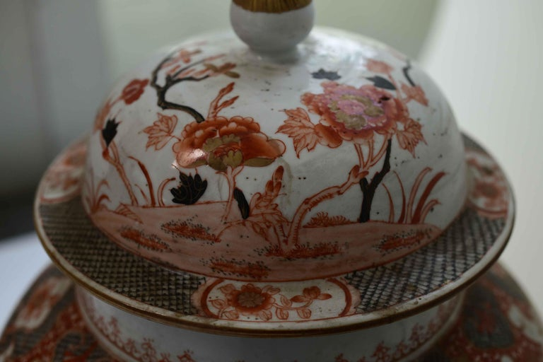 Pair of Famille Rose Porcelain Vases with Covers In Excellent Condition For Sale In New York, NY