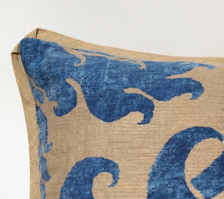 Pair of Fortuny Fabric Cushions in the Glicine Pattern In Excellent Condition For Sale In New York, NY