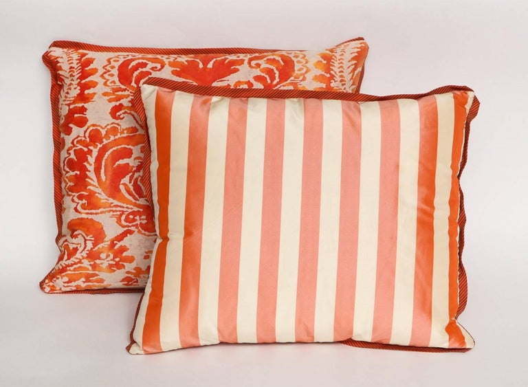 Pair of Fortuny Fabric Cushions in the Sevigne Pattern In Excellent Condition For Sale In New York, NY