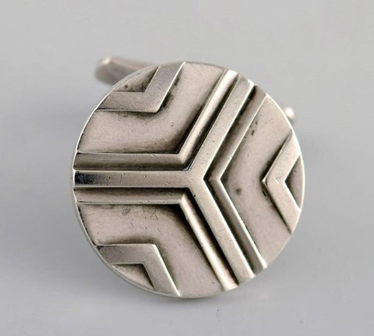 A pair of Georg Jensen art deco cufflinks in sterling silver. 1933-1944. In very good condition. Early stamp. Diameter: 21 mm.