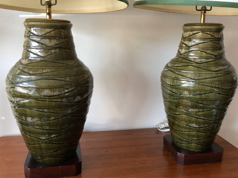 Pair of Impressive Thai Celadon Green Porcelain Crackle Lamps For Sale 2