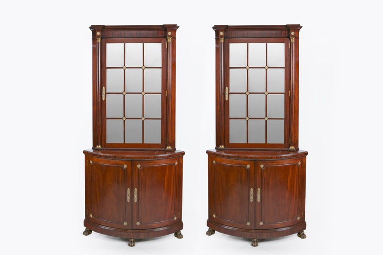 Pair of Irish 19th Century Corner Cabinets In Good Condition For Sale In Dublin 8, IE
