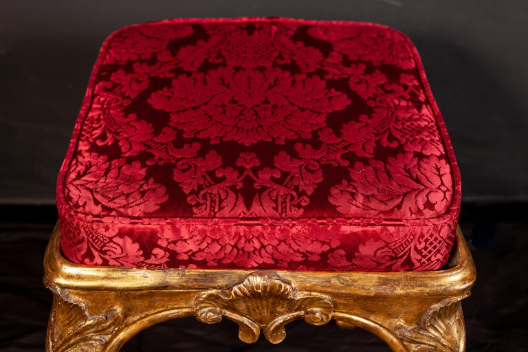 A Pair of Italian 18th Century Gilt-wood Stools Roma 1750 For Sale 1