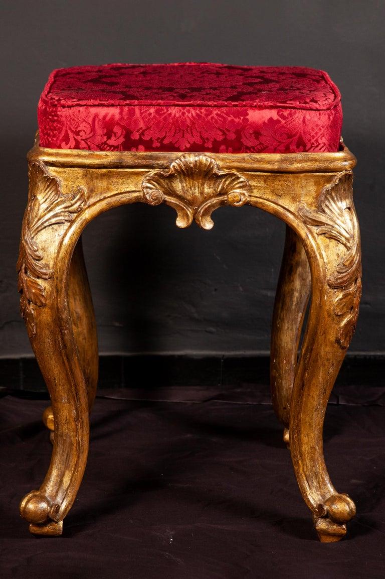A Pair of Italian 18th Century Gilt-wood Stools Roma 1750 For Sale 2