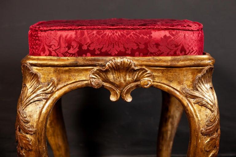 A Pair of Italian 18th Century Gilt-wood Stools Roma 1750 For Sale 3