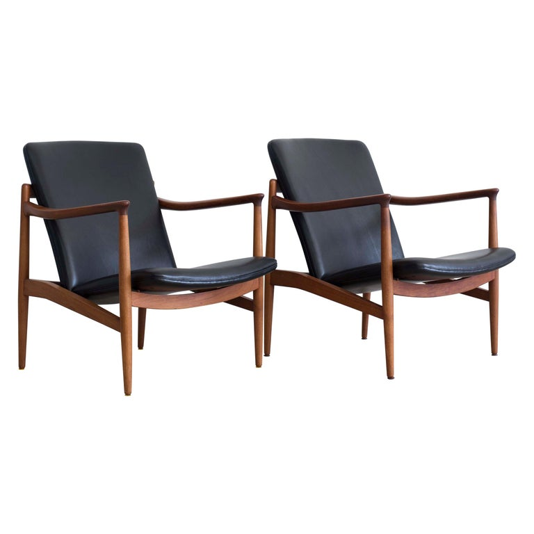 Pair of Jacob Kjaer Easy Chairs, 1954 For Sale
