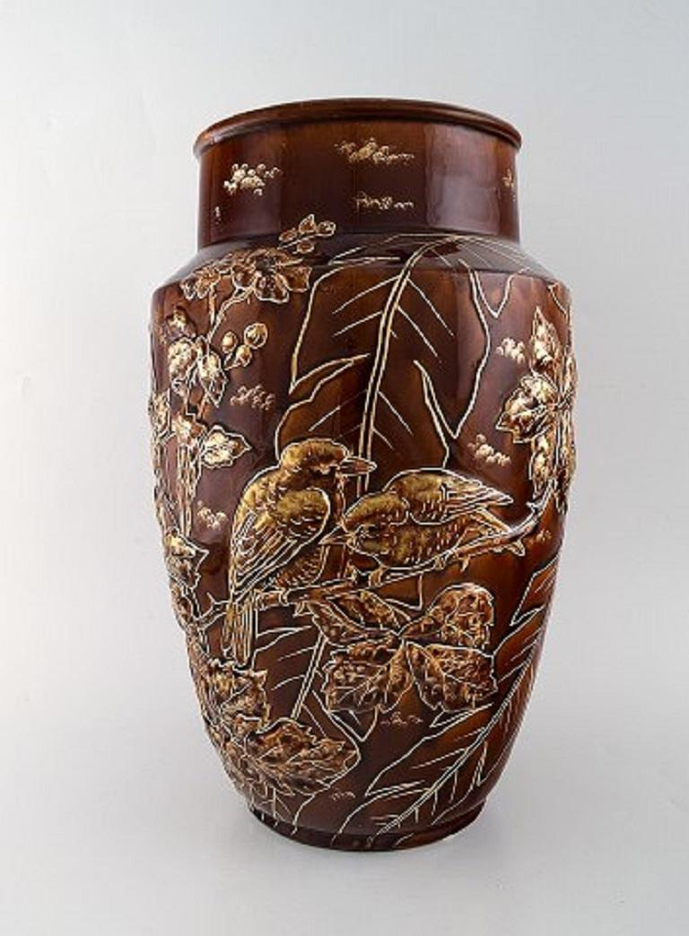 A pair of large Longchamp majolica vases in reddish brown glaze. Birds and leaves in gold, 1920s. Measures: 39.5 x 25.5 cm. Stamped. In very good condition.