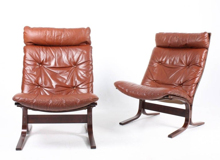 A pair of great looking and very comfortable lounge chairs in plywood and patinated leather designed by Ingmar Relling in 1965. Made in Norway. Great original condition.