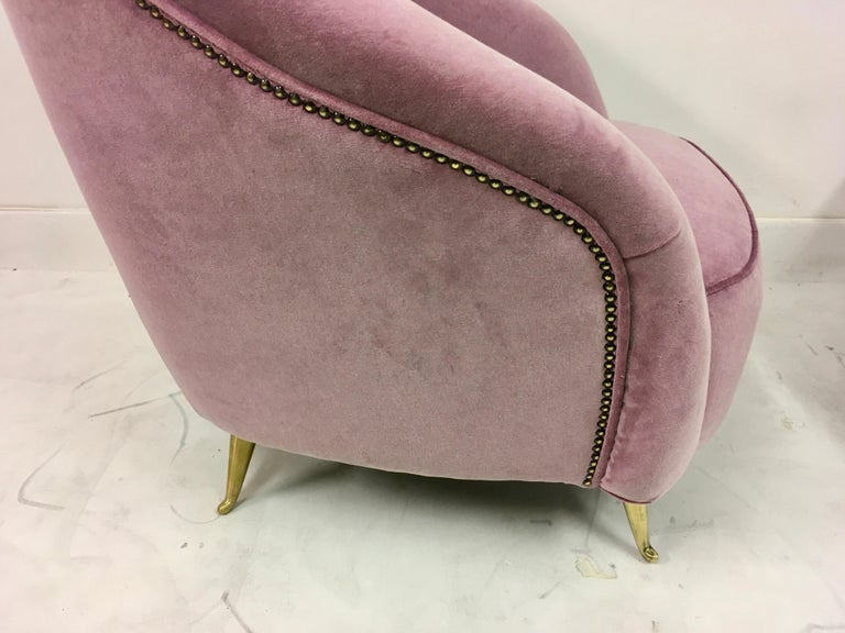 Pair of Midcentury 1950s Italian Armchairs in Pink Velvet In Good Condition For Sale In London, London