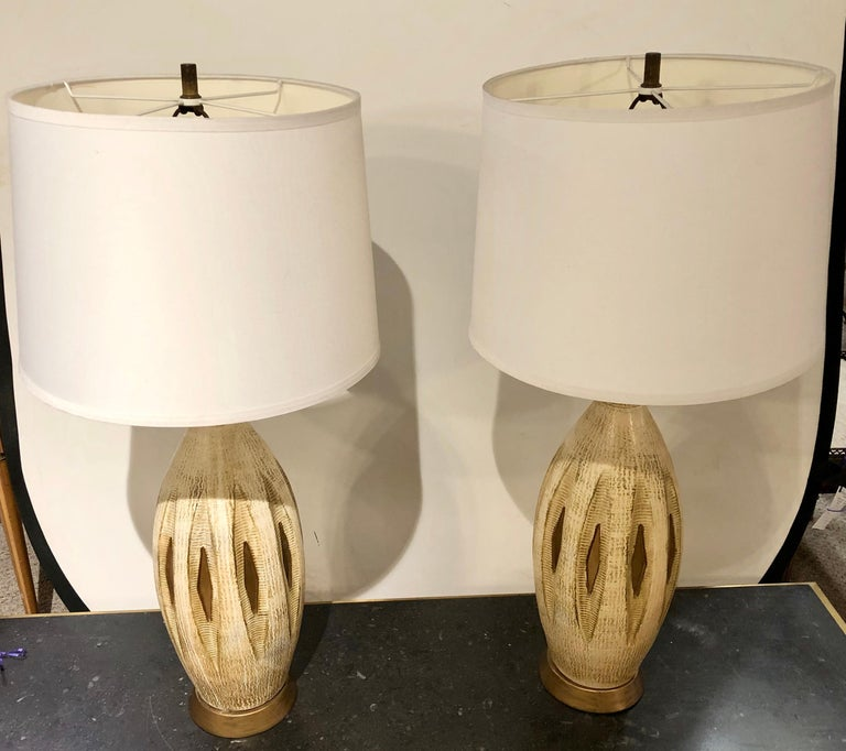 Pair of Mid-Century Modern Table Lamps In Good Condition For Sale In Stamford, CT