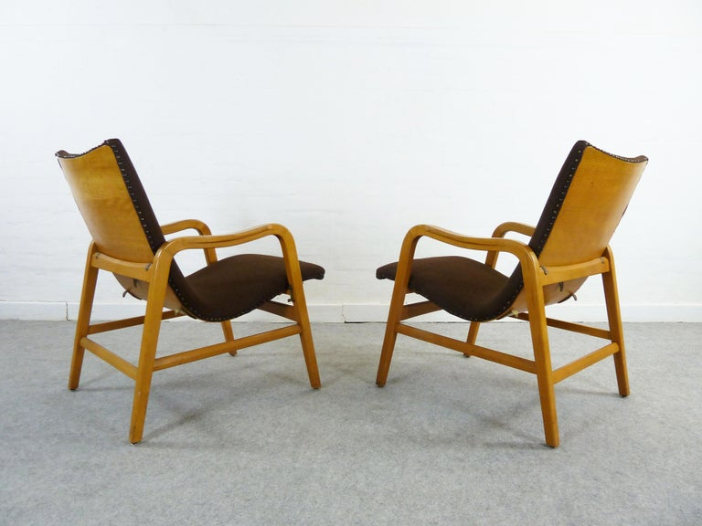 A pair of midcentury easy chairs, from Hans & Leo Lübke, Germany. Very comfortable and ergonomically designed these chairs represent the early era of elegant midcentury design and craftsmanship. They are convertible to get a higher seating