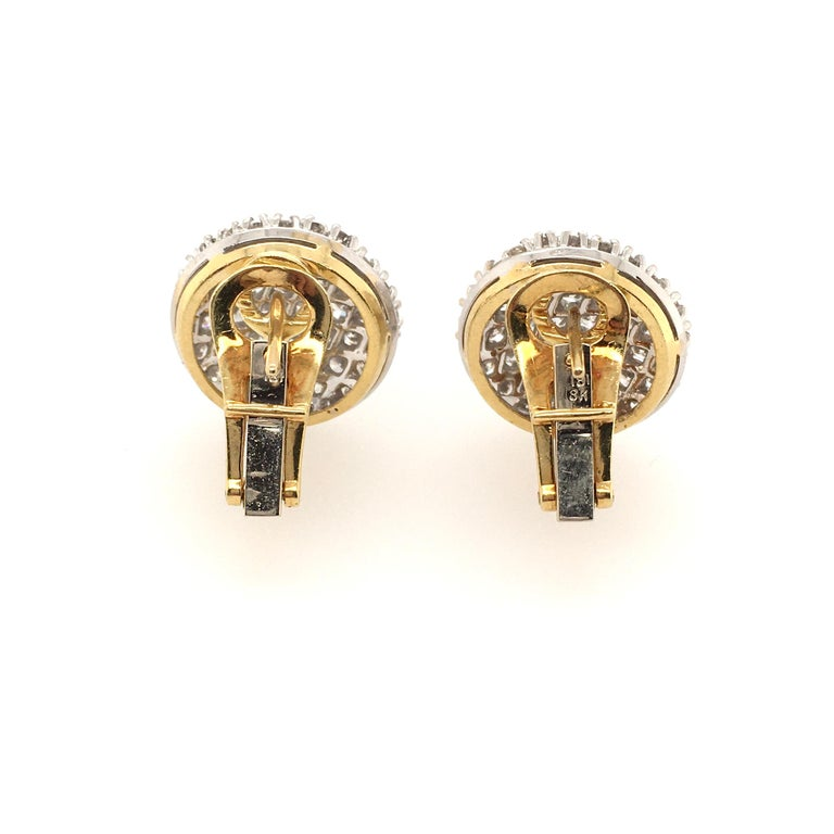 Pair of Pave Diamond and Gold Earrings In Excellent Condition For Sale In New York, NY