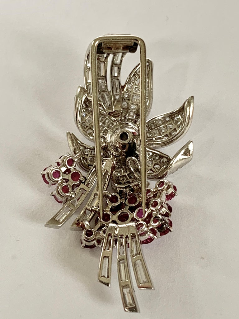 Pair of Platinum Diamond and Ruby Clip Brooches, circa 1950 In Good Condition For Sale In Zurich, Zollstrasse