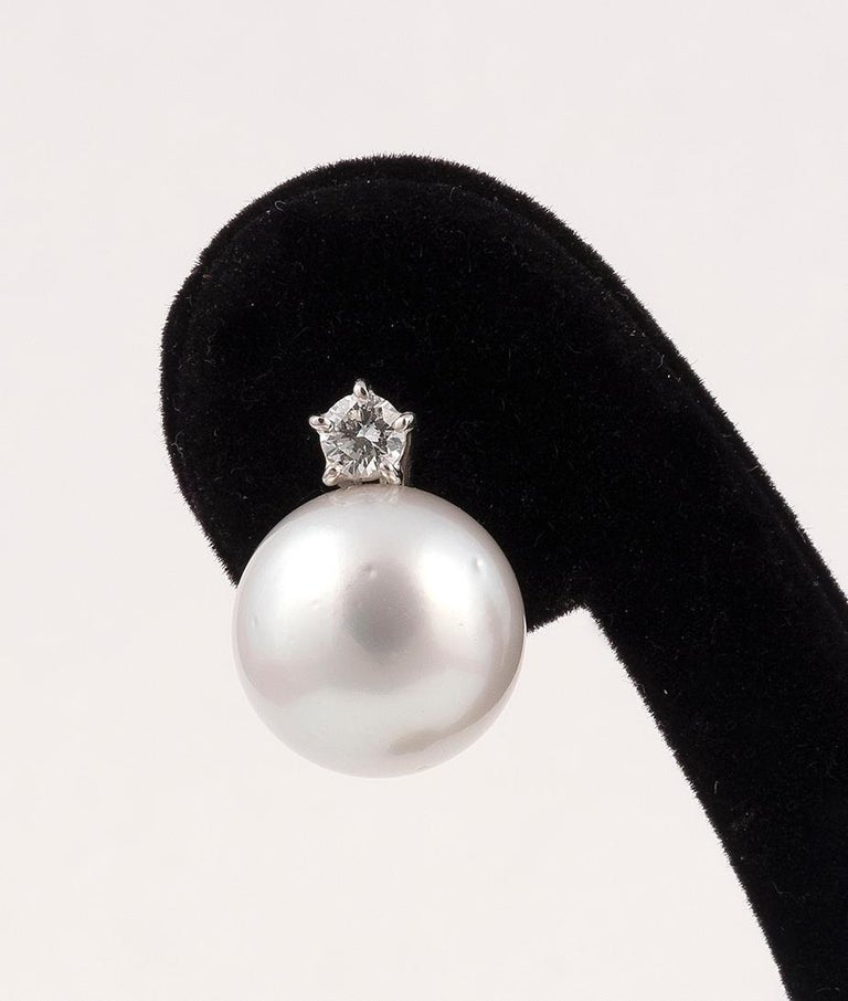 Pearls approximately 13mm, length: 18mm