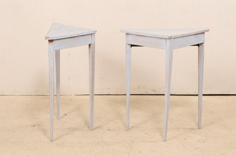 Pair of Swedish Painted Wooden Corner Tables, 19th Century For Sale 7